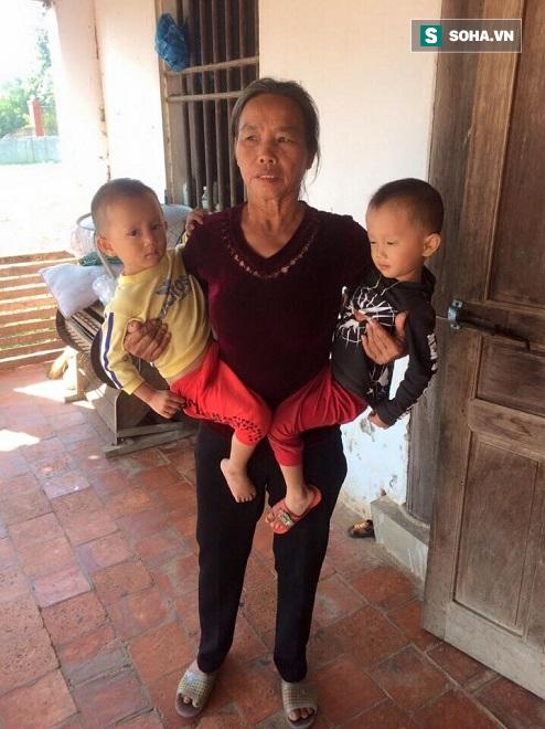 Cặp song sinh mất mẹ, xa cha, bệnh tật bủa vây sống trong cảnh nghèo khổ - Ảnh 1.