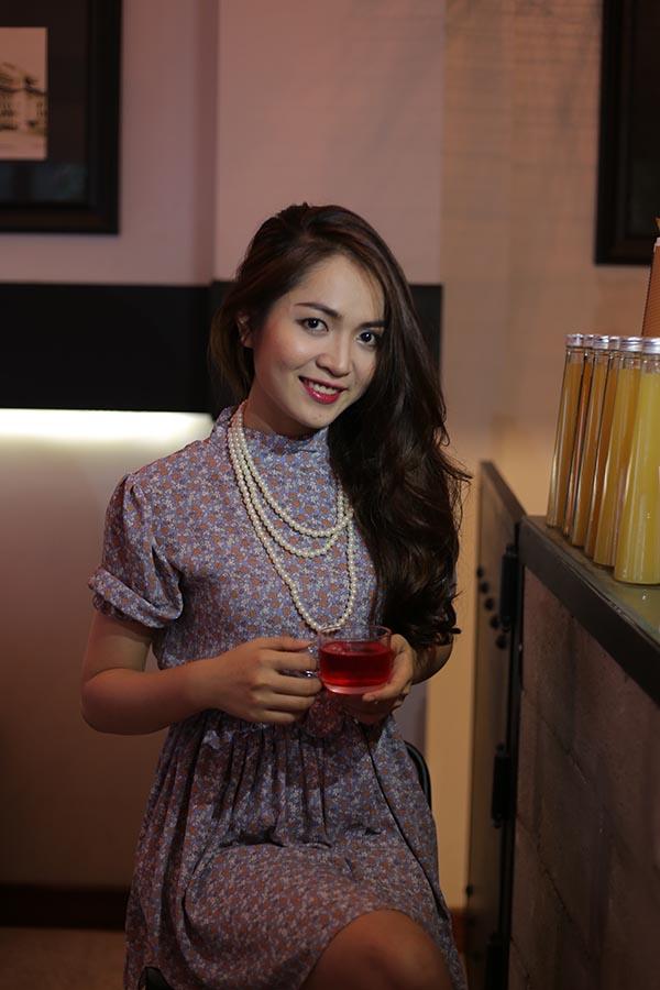 Nhan sắc xinh đẹp của hot girl chuyên hát bè cho Mr Đàm - Ảnh 2.