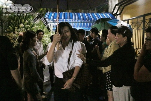 Sự tranh thủ làm màu đáng sợ trong lễ tang ca sĩ Minh Thuận - Ảnh 8.