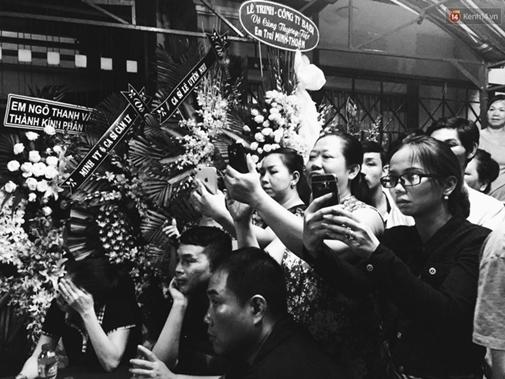 Sự tranh thủ làm màu đáng sợ trong lễ tang ca sĩ Minh Thuận - Ảnh 10.