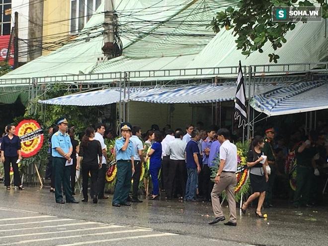 Hình ảnh 2 đám tang trên cùng một con phố ở Yên Bái - Ảnh 9.