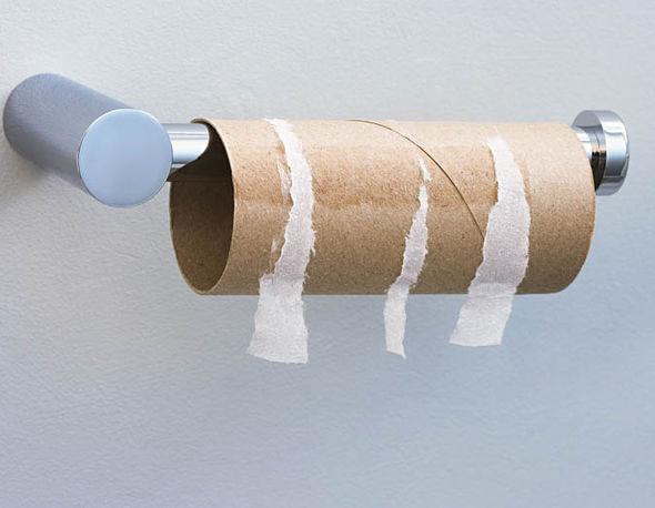 Sửa đường bằng... giấy vệ sinh: Nghe thật điên rồ nhưng hiệu quả không thể ngờ - Ảnh 2.