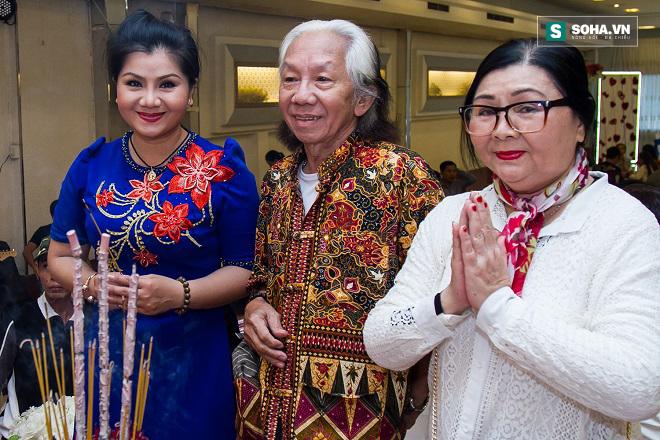 Cận cảnh tiệc giỗ Tổ của nghệ sĩ nghèo trong showbiz Việt - Ảnh 7.