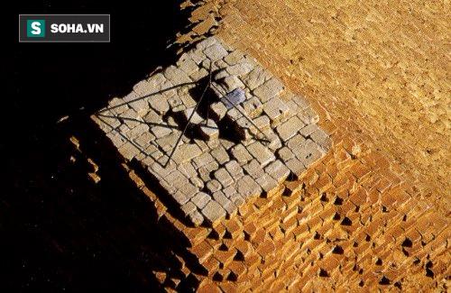 Bí ẩn lịch sử: Vì sao tảng đá cao nhất trên đỉnh kim tự tháp Giza lại biến mất? - Ảnh 1.