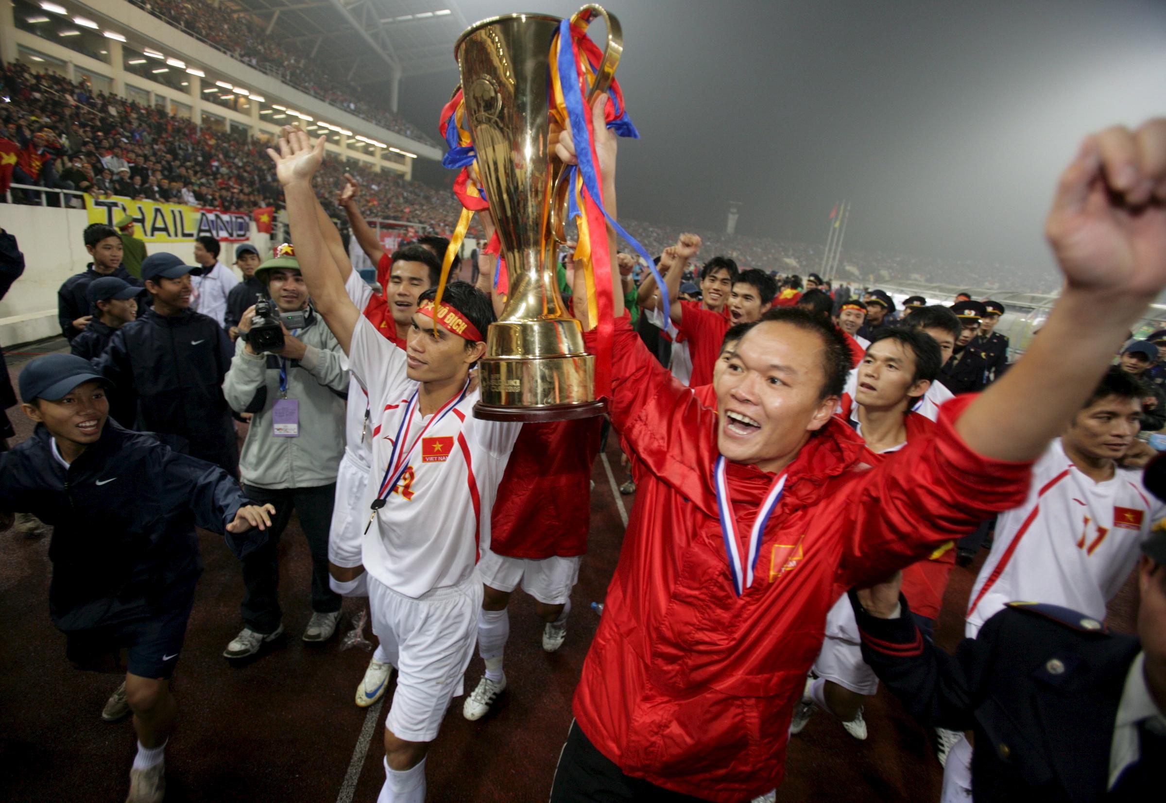 Bàn thắng xuất thần của Công Vinh đưa Việt Nam lên ngôi AFF Cup 2008