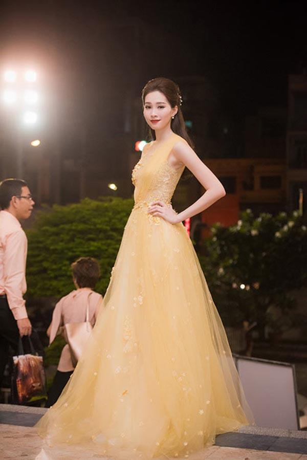 Hoa hậu Đỗ Mỹ Linh và điều dở trong cách ăn mặc - ảnh 6