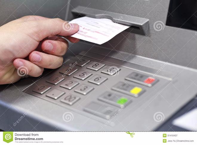 Nguy hiểm chết người từ tờ biên lai ATM vô hại! - Ảnh 2.