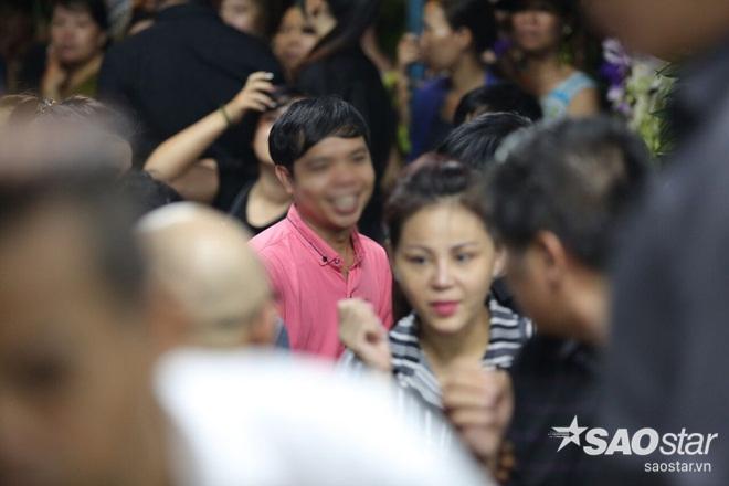 Sự tranh thủ làm màu đáng sợ trong lễ tang ca sĩ Minh Thuận - Ảnh 4.