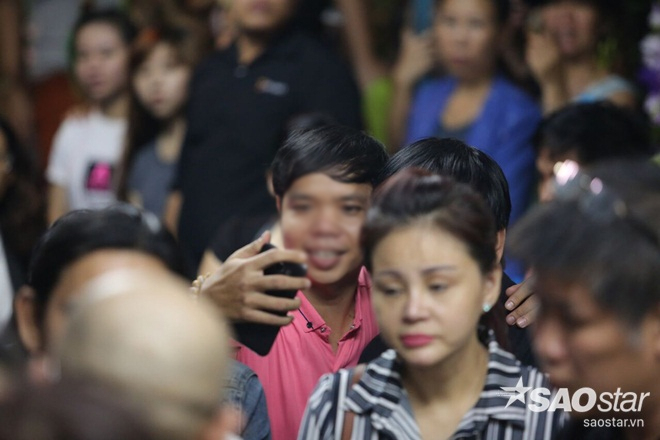 Sự tranh thủ làm màu đáng sợ trong lễ tang ca sĩ Minh Thuận - Ảnh 5.