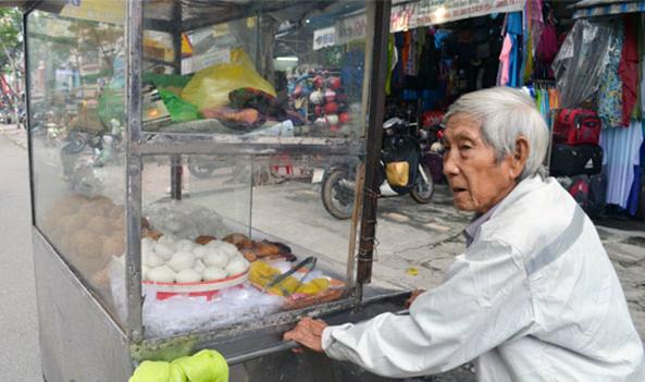 Khả năng phân tích xuất sắc của ông lão bán bánh quẩy - Ảnh 1.