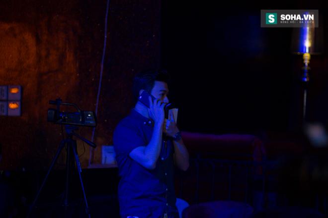 Quá 12h đêm, Quang Linh và hàng chục nghệ sĩ vẫn miệt mài hát vì miền Trung - Ảnh 2.