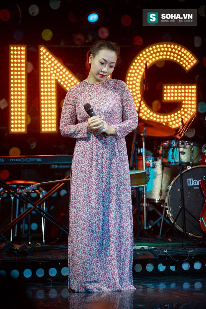 Quá 12h đêm, Quang Linh và hàng chục nghệ sĩ vẫn miệt mài hát vì miền Trung - Ảnh 3.