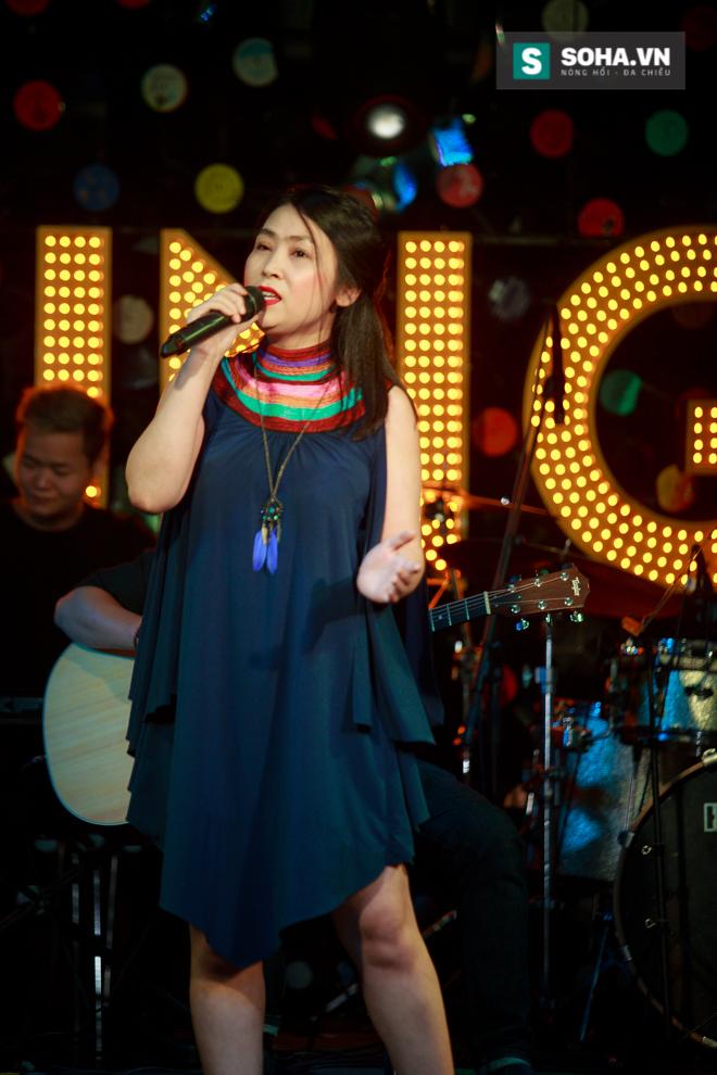 Quá 12h đêm, Quang Linh và hàng chục nghệ sĩ vẫn miệt mài hát vì miền Trung - Ảnh 5.