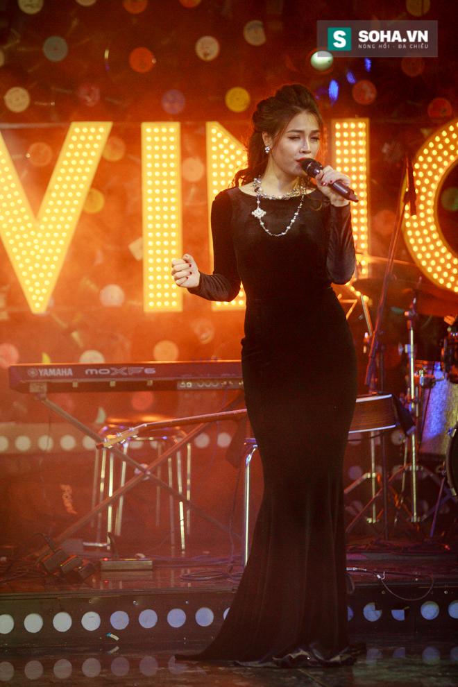 Quá 12h đêm, Quang Linh và hàng chục nghệ sĩ vẫn miệt mài hát vì miền Trung - Ảnh 6.