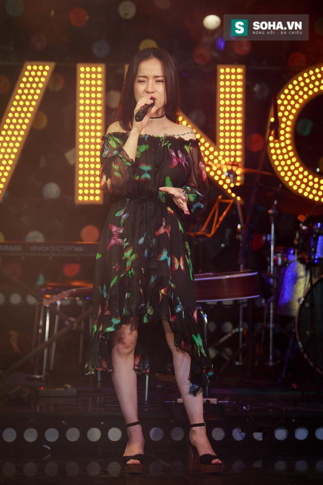Quá 12h đêm, Quang Linh và hàng chục nghệ sĩ vẫn miệt mài hát vì miền Trung - Ảnh 7.