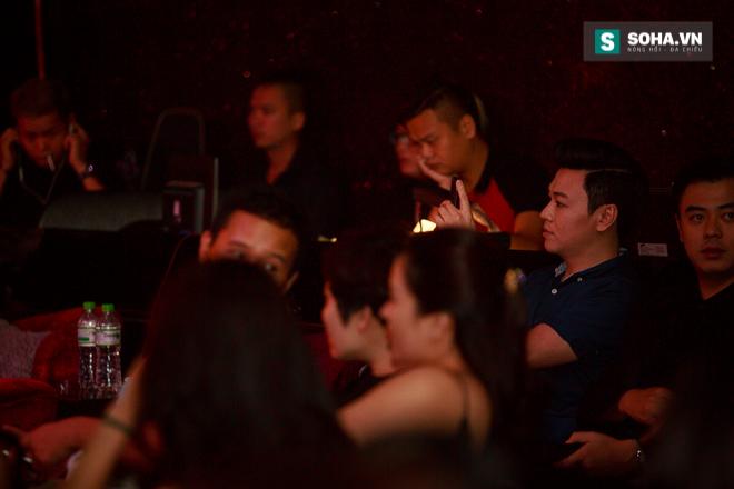 Quá 12h đêm, Quang Linh và hàng chục nghệ sĩ vẫn miệt mài hát vì miền Trung - Ảnh 8.