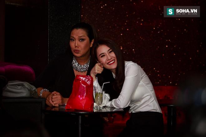 Quá 12h đêm, Quang Linh và hàng chục nghệ sĩ vẫn miệt mài hát vì miền Trung - Ảnh 13.