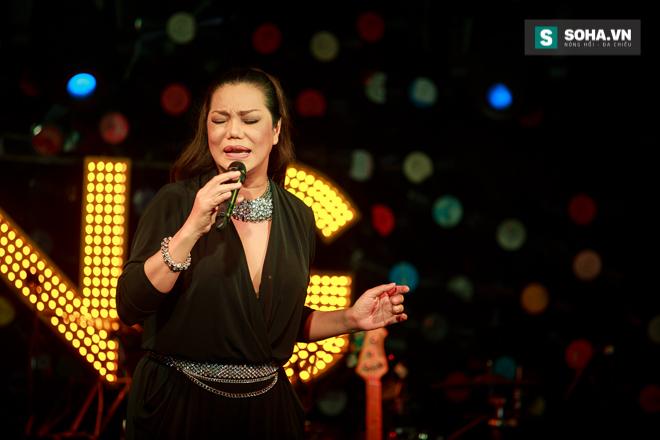 Quá 12h đêm, Quang Linh và hàng chục nghệ sĩ vẫn miệt mài hát vì miền Trung - Ảnh 14.
