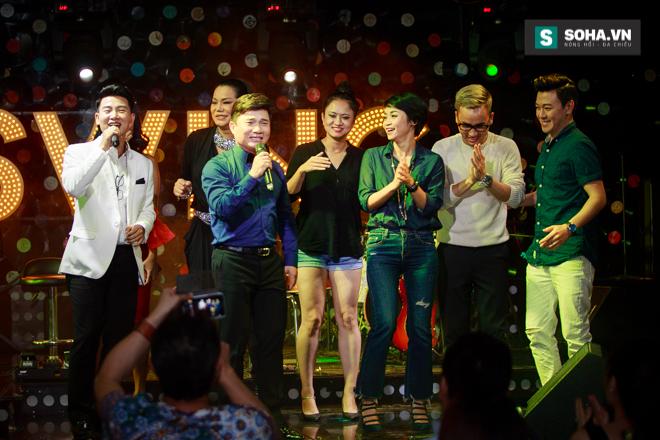 Quá 12h đêm, Quang Linh và hàng chục nghệ sĩ vẫn miệt mài hát vì miền Trung - Ảnh 34.