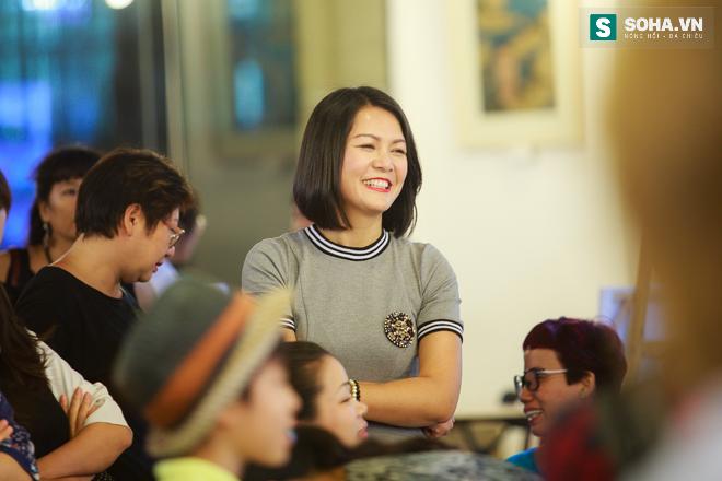 Diễn viên Hoàng Xuân mua tranh ủng hộ quỹ Thiện Nhân - Ảnh 1.
