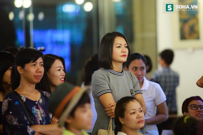 Diễn viên Hoàng Xuân mua tranh ủng hộ quỹ Thiện Nhân - Ảnh 2.