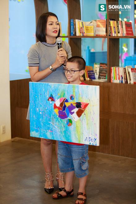 Diễn viên Hoàng Xuân mua tranh ủng hộ quỹ Thiện Nhân - Ảnh 4.