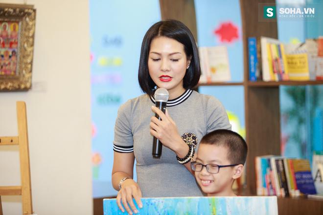 Diễn viên Hoàng Xuân mua tranh ủng hộ quỹ Thiện Nhân - Ảnh 6.