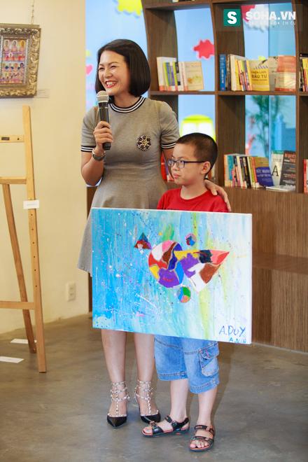 Diễn viên Hoàng Xuân mua tranh ủng hộ quỹ Thiện Nhân - Ảnh 7.