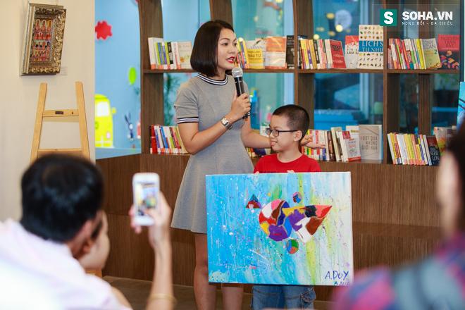 Diễn viên Hoàng Xuân mua tranh ủng hộ quỹ Thiện Nhân - Ảnh 8.