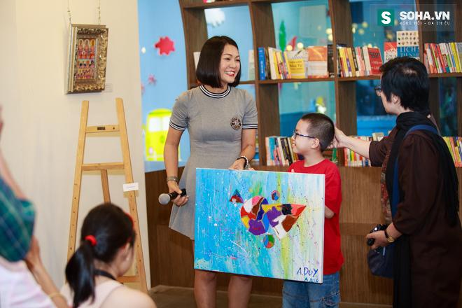 Diễn viên Hoàng Xuân mua tranh ủng hộ quỹ Thiện Nhân - Ảnh 9.