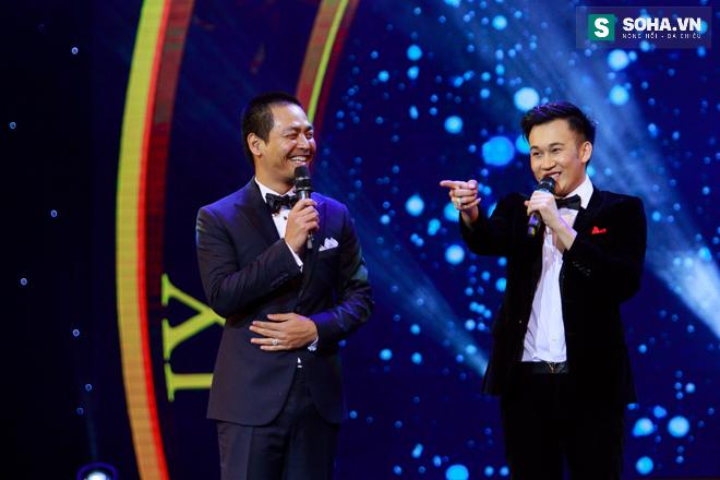 MC Phan Anh ngượng ngùng để Dương Triệu Vũ hôn má - Ảnh 13.