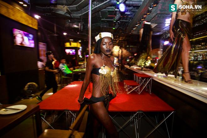 Cuộc sống mưu sinh của người mẫu Châu Phi tại Việt Nam - Ảnh 16.