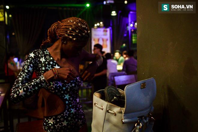 Cuộc sống mưu sinh của người mẫu Châu Phi tại Việt Nam - Ảnh 20.