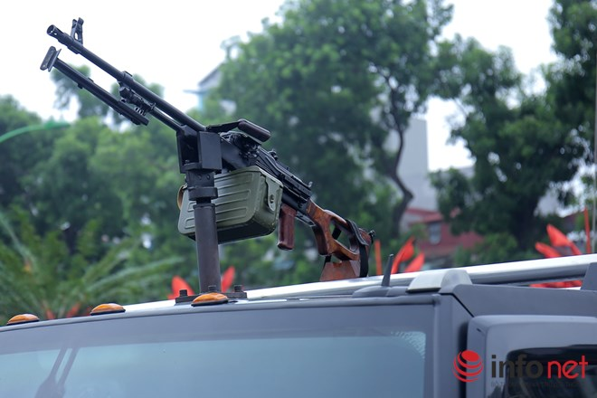 Terrorist watch out for the armored vehicles of the police of Vietnam! - Photo 3.