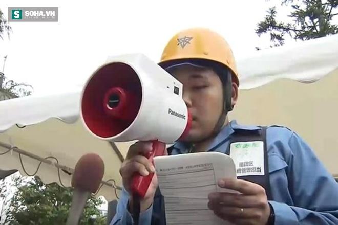 Vũ khí bí mật giúp người Nhật phiên dịch 3 thứ tiếng trong vài giây - Ảnh 2.