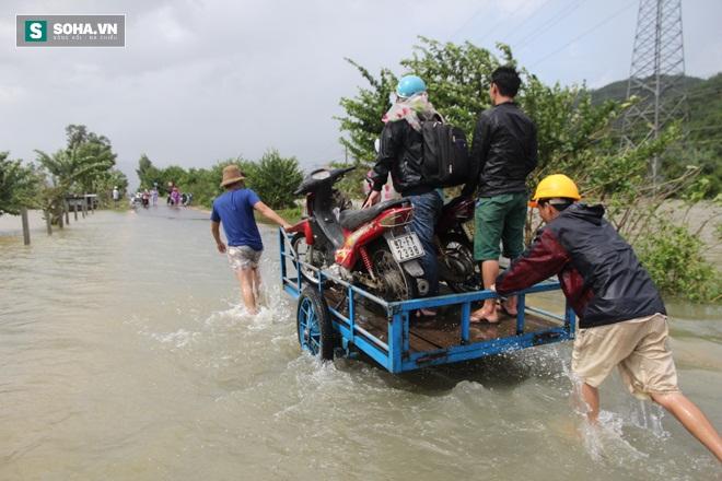 Dân Quảng Nam sơ tán sau khi thủy điện thông báo xả lũ - Ảnh 5.