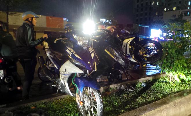 Cảnh tượng đặc biệt ở Sài Gòn sau cơn mưa lớn tối qua - Ảnh 2.