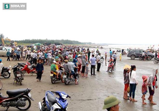 Giải cứu thành công cá voi khủng mắc cạn ở biển Nghệ An - Ảnh 6.