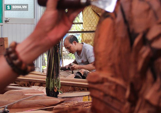 Anh Hùng không giấu nghề mà hướng dẫn, tạo công ăn, việc làm cho hơn 300 người tìm đến. Ảnh: PA