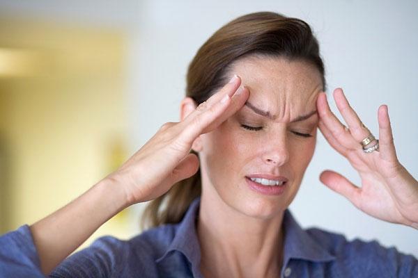 Bí quyết giảm cơn đau đầu không cần thuốc - Ảnh 1.