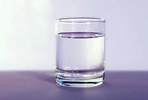 Ung thư vì uống nước đun sôi để nguội lâu ngày? - Ảnh 1.