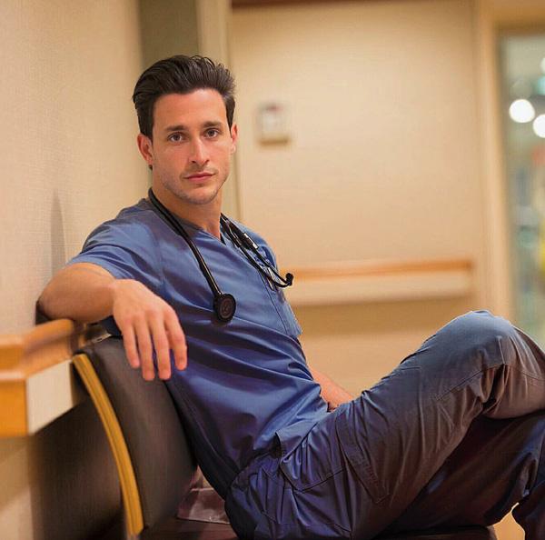 6 anh chàng bác sỹ hot nhất, sexy nhất và được hâm mộ nhất trên Instagram! - Ảnh 1.