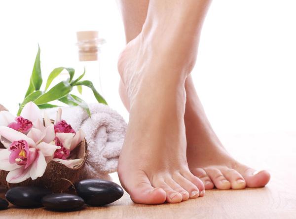 Bỏ nguyên liệu này vào nước nóng ngâm chân mỗi tối, bạn sẽ có đôi chân khỏe đẹp như mơ - Ảnh 1.
