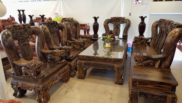 Chi m ng  ng v t ph m ti n t  qu  hi m c a gi i nh  gi u Vi t    nh 1. The most expensive wood furniture of the rich in Vietnam   News