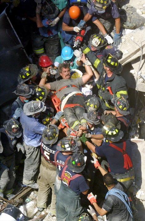 Những hình ảnh không thể quên của vụ khủng bố 11/9 - Ảnh 11.