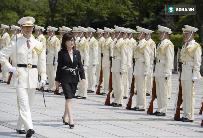 Tomomi Inada: Bông hồng quyền lực hay quân tốt của Shinzo Abe? - Ảnh 1.