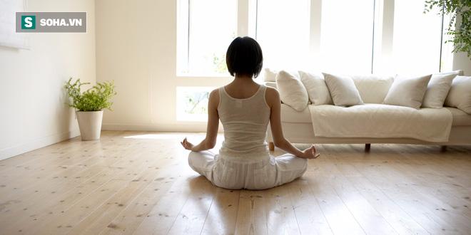 Ngồi thiền 5 phút trước khi ngủ mang lại lợi ích không thể ngờ - Ảnh 2.