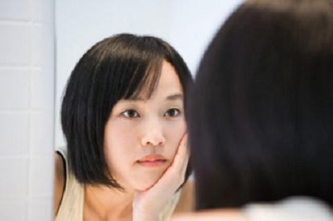 'Bắt bệnh' những dấu hiệu bất thường trên khuôn mặt - Ảnh 1.