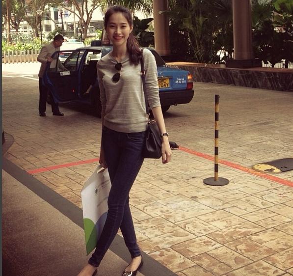 Cuộc sống đằng sau ánh đèn sân khấu của Hoa hậu sạch nhất Việt Nam - Ảnh 1.