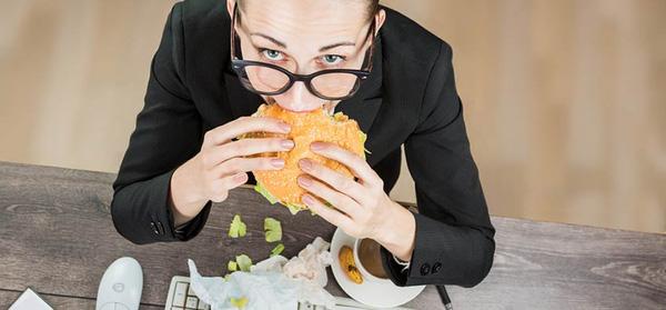 Nếu biết ăn quá nhanh có hại thế này bạn sẽ không bao giờ kết thúc bữa ăn trước 20 phút - Ảnh 2.